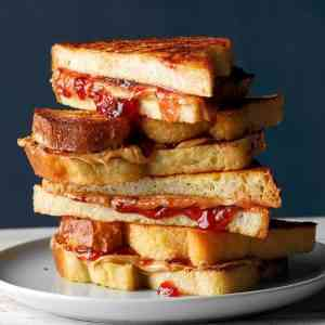 Red Toast / רד טוסט